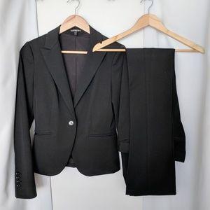 "EUC Express ""Studio Stretch"" black pantsuit sz 2/0"
